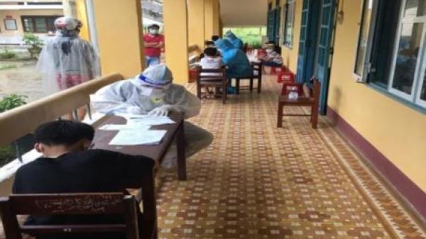 Một học sinh nghi mắc COVID-19, cách ly 32 bạn cùng lớp tại trường