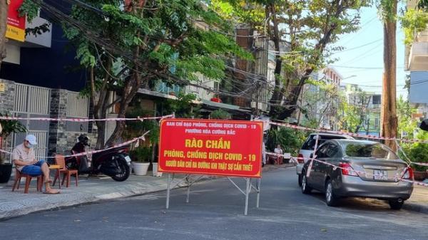Người dân cách nơi đến 100 mét nhưng phải đi đường vòng tới 10 km vì vướng rào chắn