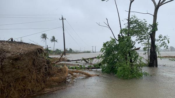 Áp thấp nhiệt đới mạnh lên thành bão giật cấp 12, hướng vào miền Trung