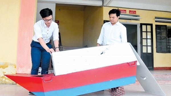 Thái Bình: Chàng trai 2k chế tạo máy cho tôm, cá ăn tự động