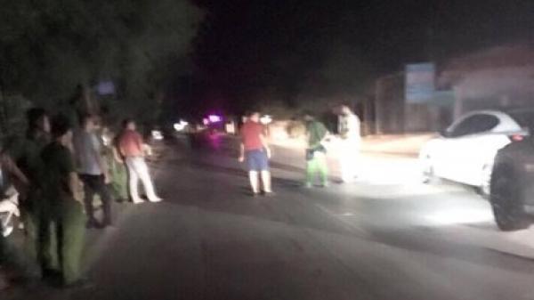 Hàng chục côn đồ chặn ô tô, nổ súng truy sát tài xế trên quốc lộ