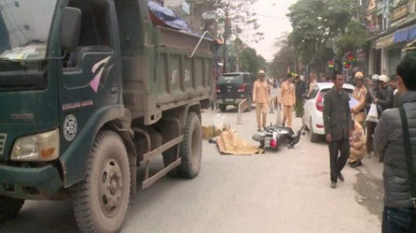 Vũ Thư (Thái Bình): Xe máy va chạm kinh hoàng với ô tô, 1 người chết thảm