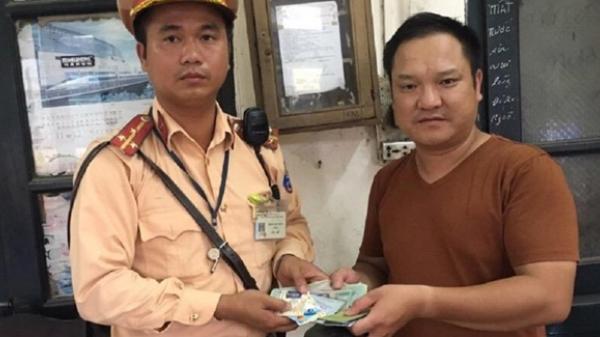 CSGT tìm người rơi ví có 10 triệu đồng để trả lại