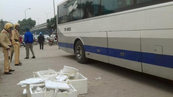Bắt giữ xe khách có BKS Thái Bình chở nội tạng bốc mùi vào Hà Nội