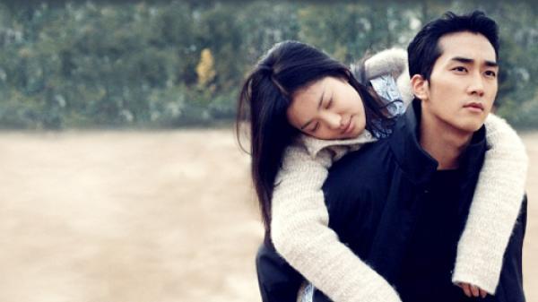 """Cặp vợ chồng Thái Bình thuê chàng trai để giúp con gái 19 tuổi bị ung thư biết """"vị tình yêu"""""""