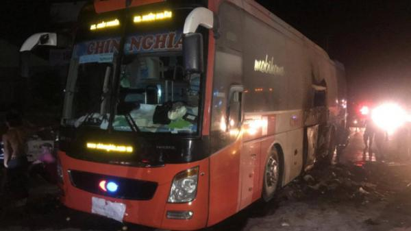 Tài xế cứu hơn 40 khách trên xe cháy ngùn ngụt
