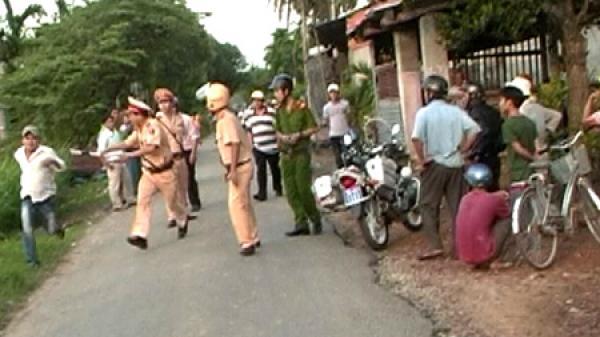 Thanh niên đầu trần tấn công CSGT khi bị dừng xe
