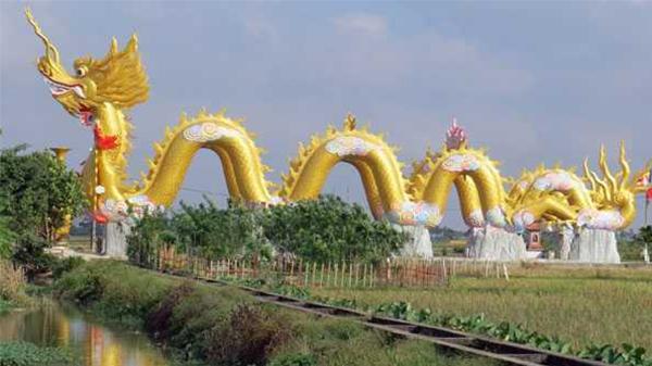 Thái Bình: Đôi rồng vàng hoành tráng trước bản phủ