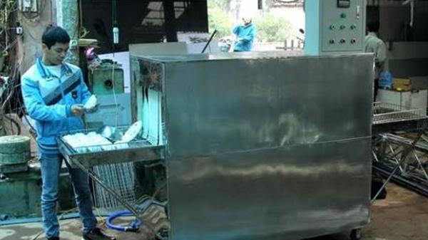 'Kỹ sư làng' chế tạo máy rửa bát công nghiệp