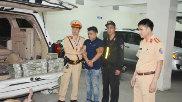 CSGT bắt quả tang 1 trong 2 đối tượng quê Thái Bình dùng ôtô vận chuyển 100 bánh heroin