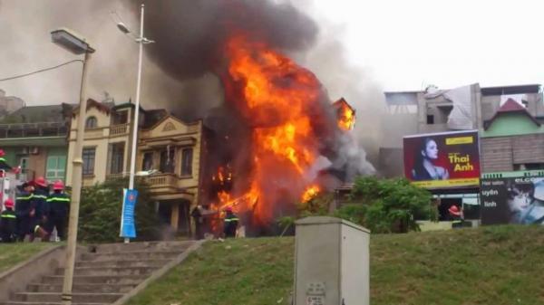 Thành phố Thái Bình: Lửa bốc cháy dữ dội ở 1 ngôi nhà, thiệt hại nhiều tài sản