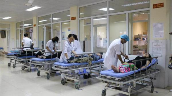 Quảng Ninh: 12 du khách nước ngoài nhập viện sau bữa sáng