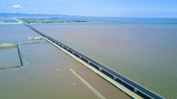 """Loạt sai sót ở cầu vượt biển dài nhất Việt Nam: """"Không nghiêm trọng""""?"""