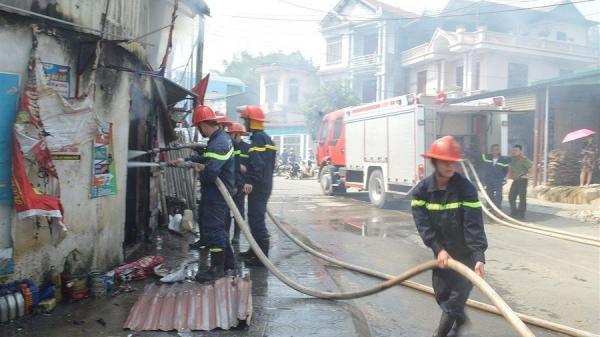 Cháy lớn tại Cao Bằng, đang xem tivi thì khói bốc lên, lửa hầm hập kéo đến