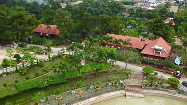 Quảng Ninh: Biệt phủ sinh thái nhà quan 'xẻ' rừng Vân Đồn