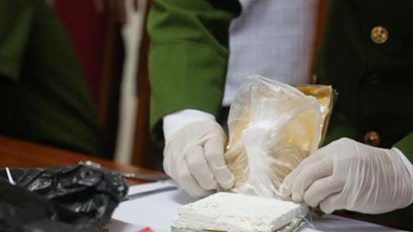 """Bắc Ninh: Bắt 2 """"nữ quái"""" buôn hàng chục bánh heroin, thu giữ 5,4 tỷ đồng"""