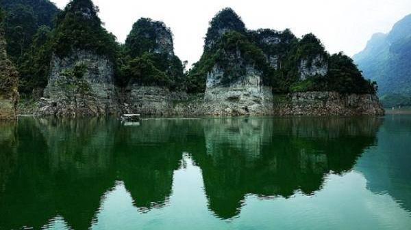 Hồ Na Hang địa điểm du lịch tuyệt đẹp làm say lòng người du khách khi đặt chân tới mảnh đất Tuyên Quang