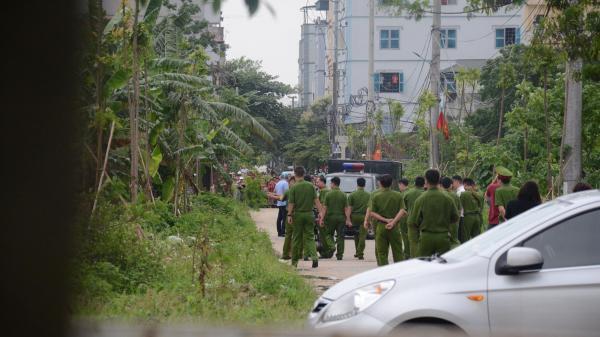Thực nghiệm hiện trường vụ nam sinh viên bị sát hại, vứt xác phi tang trong bụi chuối