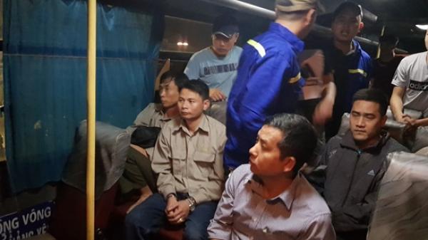"""Quảng Ninh: Bắt quả tang 9 công nhân TKV """"xóc đĩa"""" trên ô tô"""