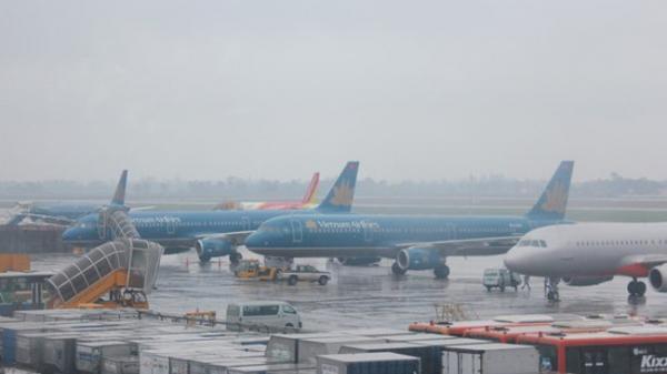 Hàng loạt chuyến bay bị hủy vì bão số 2