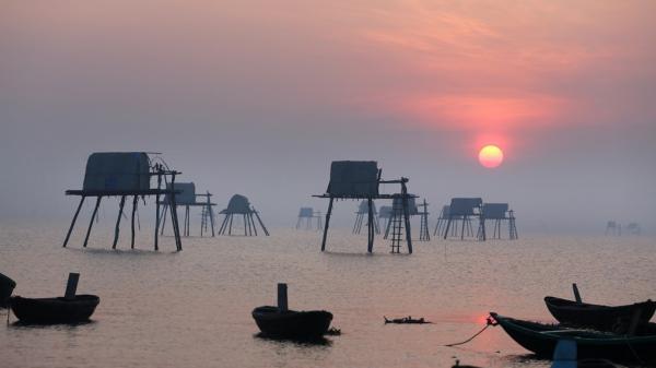 Bình minh mê hoặc trên bãi biển Đồng Châu