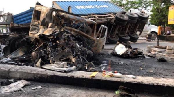 2 xe container tông nhau kinh hoàng, đôi vợ chồng quê Thái Bình kẹt trong cabin chết cháy