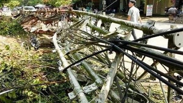 Thanh hóa: Cột phát sóng cao 65m bị gãy đổ sau cơn lốc, gây thiệt hại nặng nề