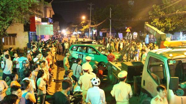 Hiện trường vụ 13 xe đâm liên hoàn ở Sài Gòn: Không tin nổi, xe tan nát nằm la liệt trên phố