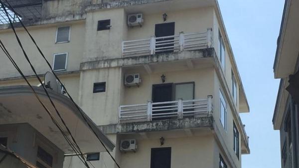 Đòi nợ chủ khách sạn bất thành, 1 trong 3 đối tượng quê Thái Bình đâm trọng thương lễ tân