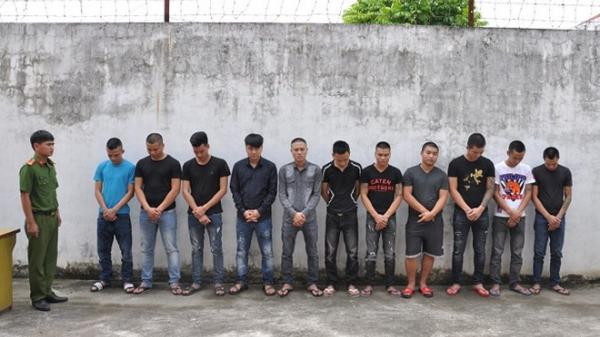 22 thanh niên hỗn chiến trước tiệm cầm đồ