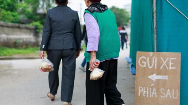 Thái Bình: Quê tôi ăn cỗ lấy phần, người ta thấy lạ phân vân rồi cười