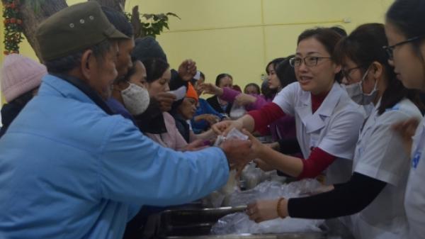 Tiền Hải: Tặng cháo cho bệnh nhân tại Bệnh viện Đa khoa Nam