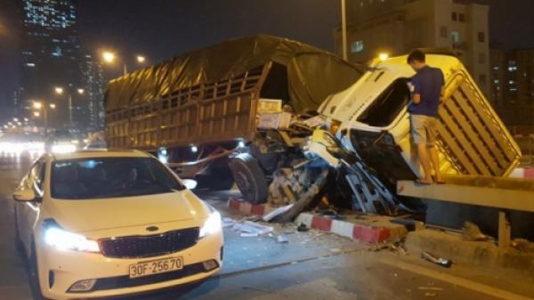 KINH HOÀNG: Xe tải chở gạch mang BKS Thái Bình gãy gục do đâm trực diện vào dải phân cách trên đường vành đai 3
