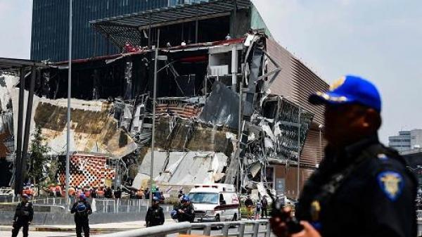 KINH HOÀNG: Trung tâm thương mại mới khai trương đã đổ sập tan tành
