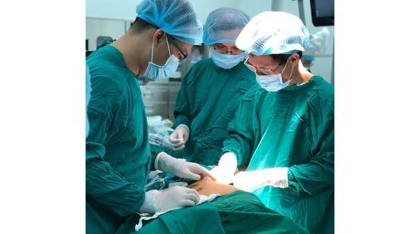 HOT: Lần đầu tiên ứng dụng Robot phẫu thuật cho bệnh nhân bị nhược cơ
