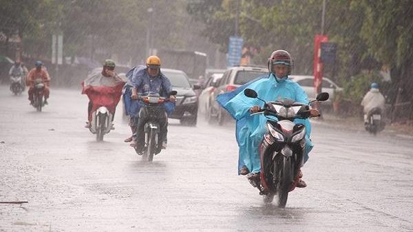 NÓNG: Năm nay, mưa ngâu đến sớm, báo hiệu 1 năm mưa lũ bão nhiều