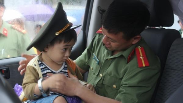 Thái Bình: Cảm động mẹ lấy thân che con trong vụ lật xe ở Hà Tĩnh