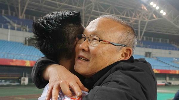 Trong phòng thay đồ, thầy Park nói 1 câu hùng hồn giúp Olympic Việt Nam làm nên lịch sử