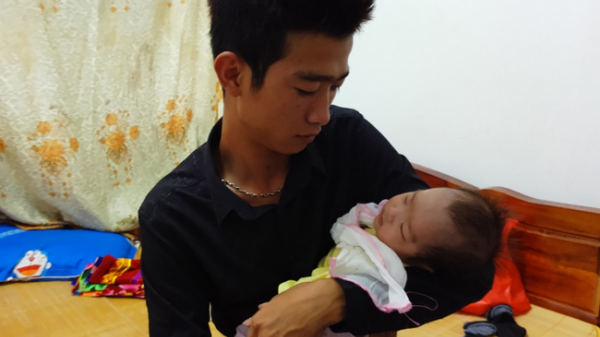 Xót xa: Tắm đêm sau khi sinh bà mẹ 18 tuổi bất ngờ đột tử, để lại 2 con nhỏ khi chưa đầy 1 tháng