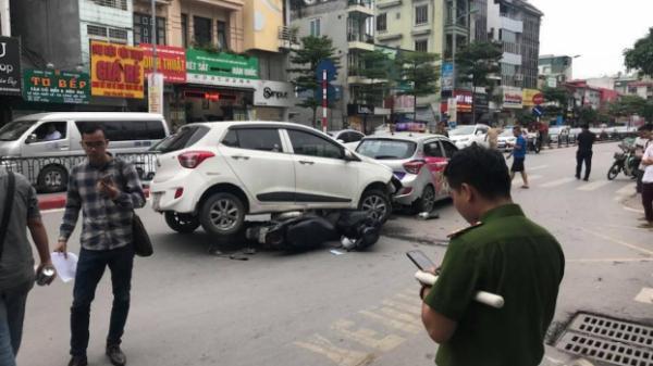 Hà Nội: Tai nạn liên hoàn ở Tôn Đức Thắng, 2 ô tô đâm trúng 4 xe máy