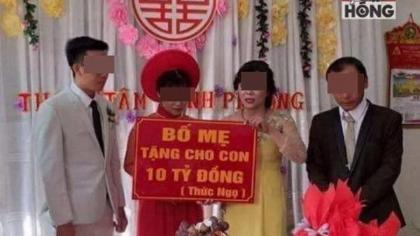 """Cô dâu chú rể và tấm biển quà cưới """"tặng 10 tỷ đồng"""" gây tranh cãi mạng xã hội"""
