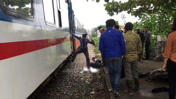 Chạy xe máy qua đường ray, nam thanh niên 28 tuổi bị tàu hỏa tô ng t ử v ong tại chỗ