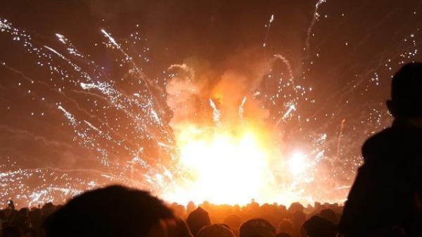 Kinh hoàng: Khinh khí cầu bất ngờ n ổ tu ng trong lễ hội khiến nhiều người bị th ương