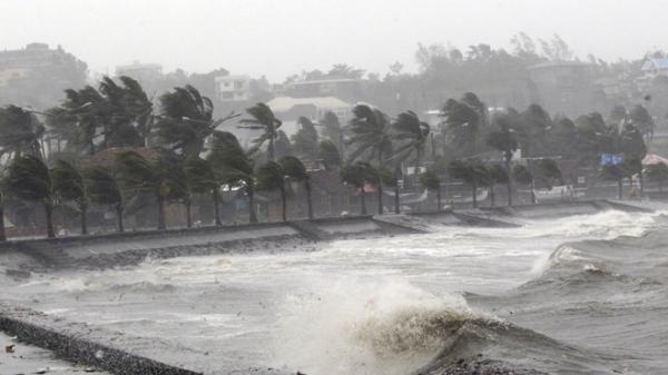 Bão số 7 và áp thấp nhiệt đới cùng lúc hoành hành trên biển Đông