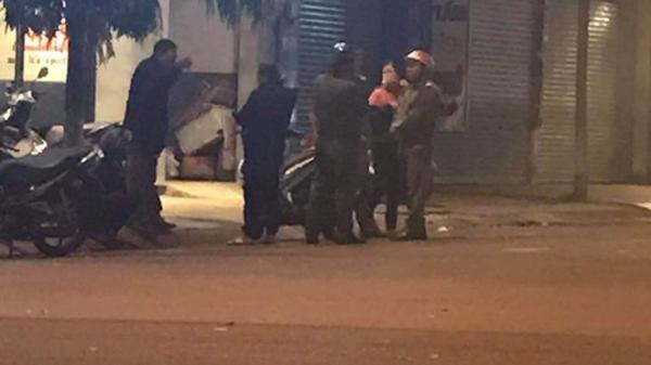Đắk Lắk: Kinh hoàng hai nhóm thanh niên l ao vào nhau h ỗn chiến, một người bị đ âm gục tại chỗ