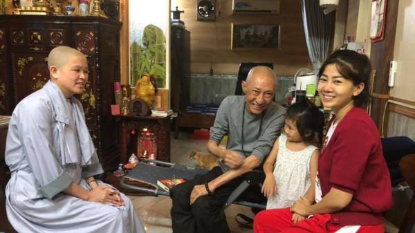 Dù bệnh tật hành hạ, Mai Phương vẫn dẫn con gái đi thăm nghệ sĩ Lê Bình