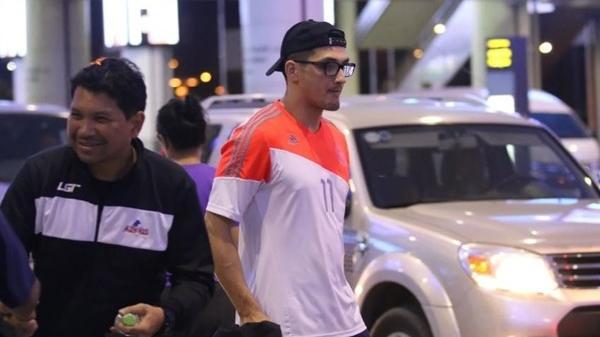 """Cầu thủ Philippines thất lạc đồ ở sân bay, sau đó bị đồng đội """"bỏ rơi"""" khi đặt chân tới Việt Nam"""
