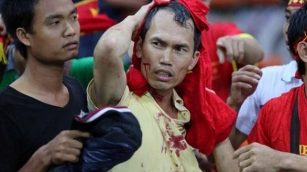 Thực hiện quy định khó hiểu, BTC sân của Malaysia khiến fan Việt hoang mang lo sợ