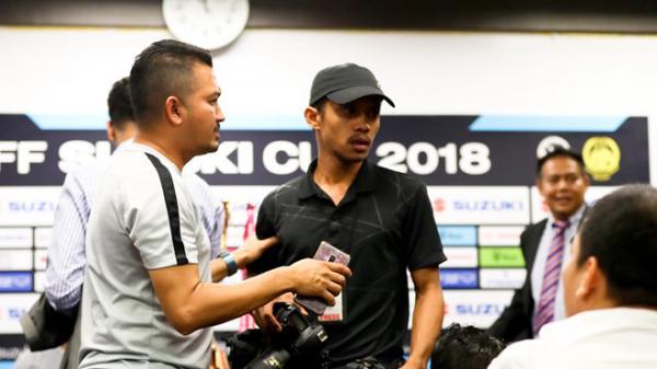 Căng thẳng lan ra ngoài phạm vi sân cỏ, phóng viên Việt Nam và Malaysia suýt ẩu đả trong phòng họp báo