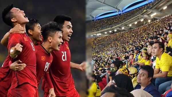 Chính thức Việt Nam - Malaysia hoà 2-2, CĐV Việt hô lớn cổ vũ, còn VĐV Malaysia khác hẳn